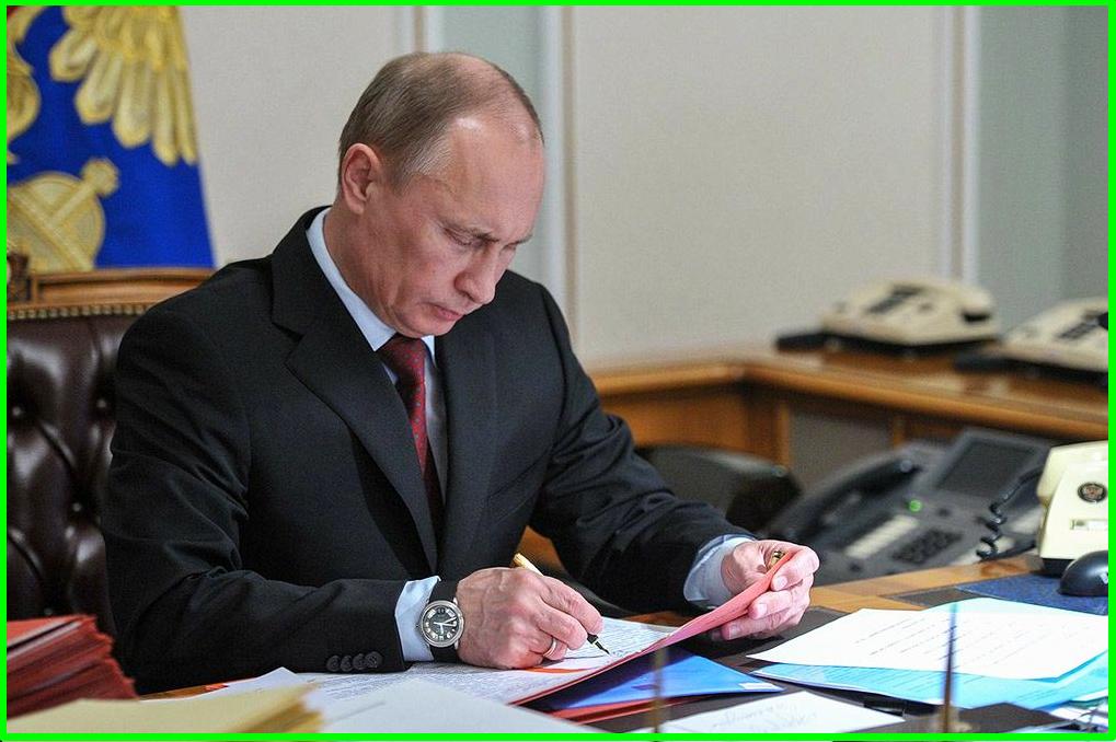 Запрет на взыскание долгов с прожиточного минимума - Путин подписал закон